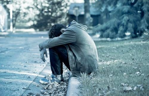 在男人的伤感背影后面,又隐藏了多少悲伤心碎与痛苦绝望呢?