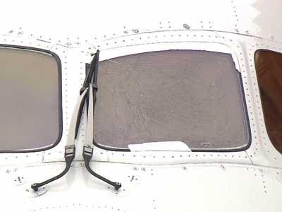 97ai蜜桃999 日航一飞上海波音客机起飞滑行途中驾驶舱玻璃开裂