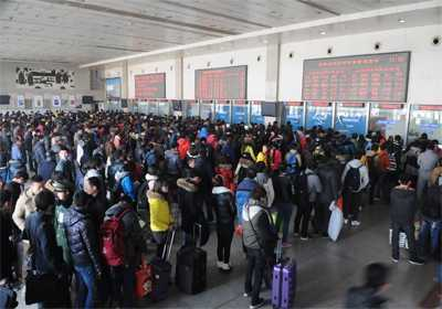 春运将迎客流最高峰 阜阳火车站迎来春运客流最高峰