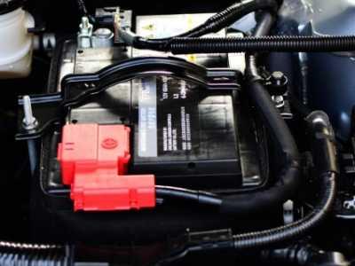 如何安装电瓶车电池 汽车电瓶拆安装顺序图